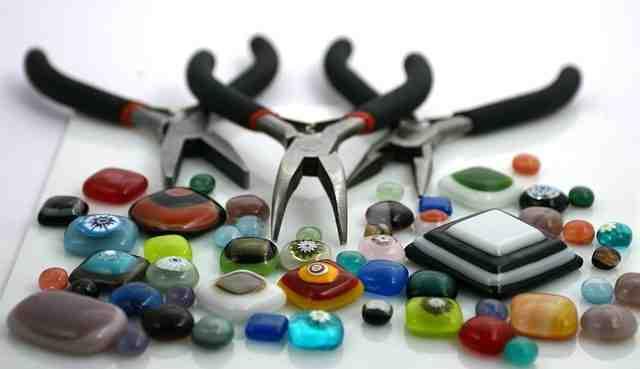 Quelle pince pour fabriquer des bijoux ?